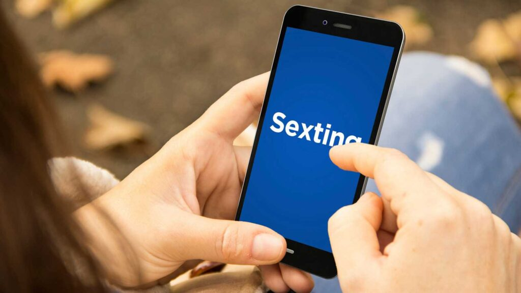Sexting: How to do Online Sex Chat Like a Pro